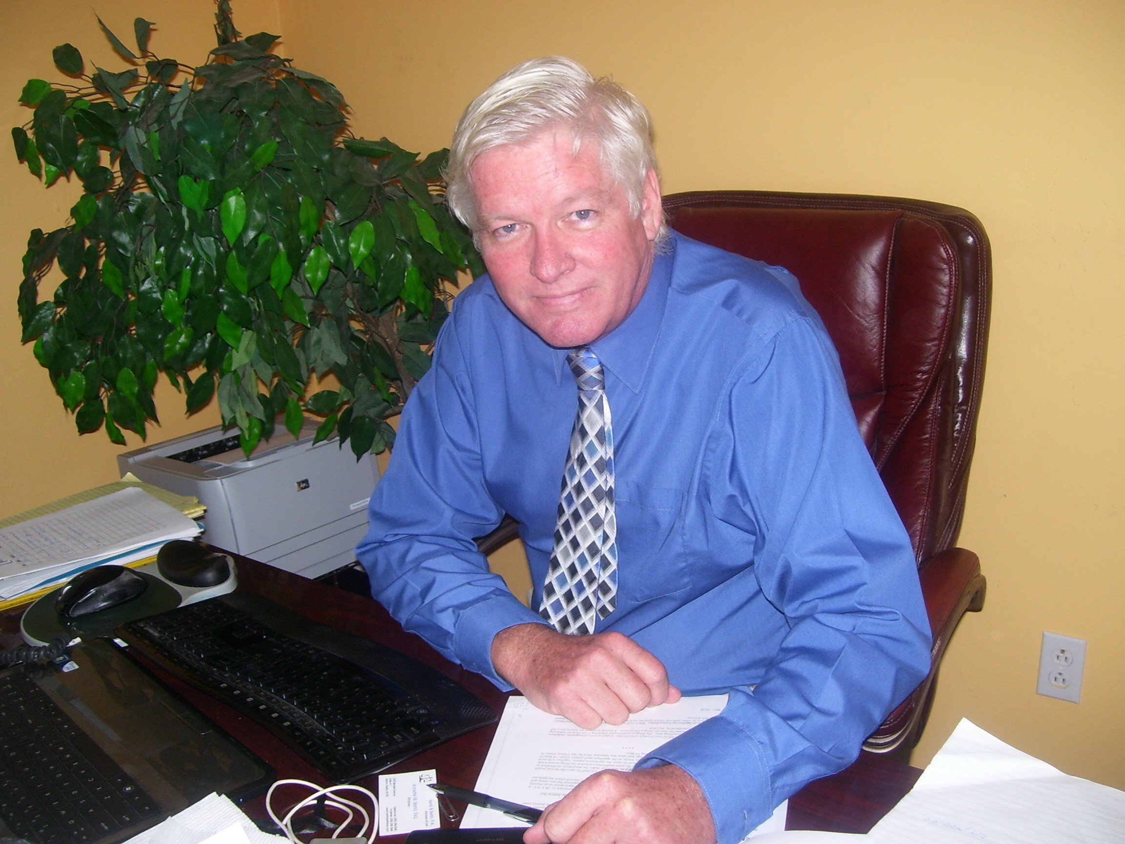 tom woods attorney at desk
